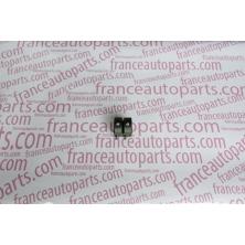 Кнопка стеклоподъемника левая  Renault Trafic Nissan Primastar Opel Vivaro 8200108269
