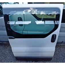 Дверь боковая сдвижная правая под стекло Renault Trafic 7751472220